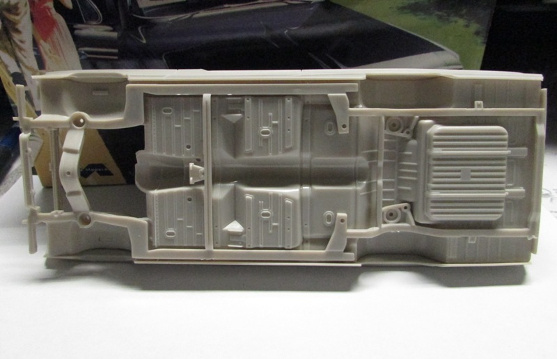 Moebius 1961 Pontiac Ventura  019-vi
