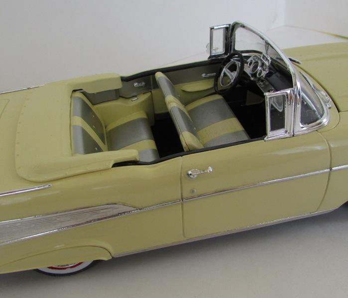 1957 Chevrolet Bel Air décapotable, Revell, terminé et Paul anka  047-vi