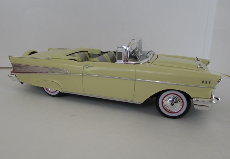 1957 Chevrolet Bel Air décapotable, Revell, terminé et Paul anka  046-vi