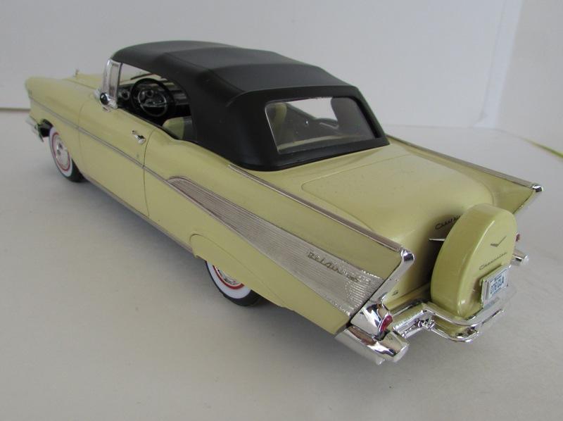 1957 Chevrolet Bel Air décapotable, Revell, terminé et Paul anka  057-vi