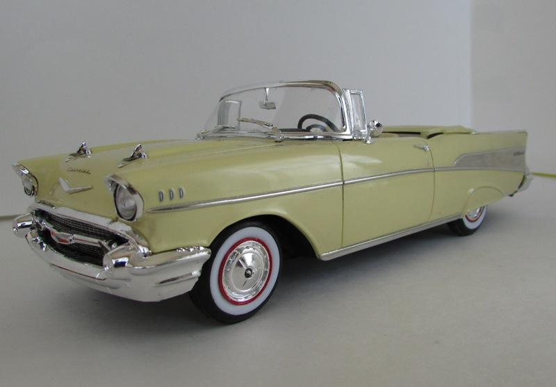 1957 Chevrolet Bel Air décapotable, Revell, terminé et Paul anka  051-vi