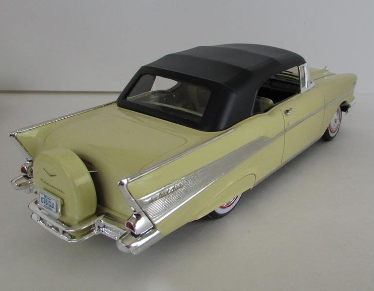 1957 Chevrolet Bel Air décapotable, Revell, terminé et Paul anka  058-vi