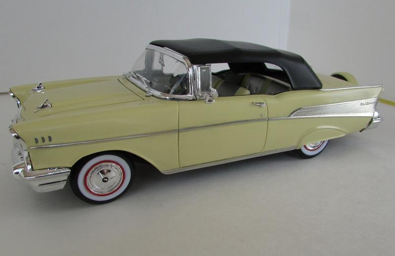 1957 Chevrolet Bel Air décapotable, Revell, terminé et Paul anka  056-vi