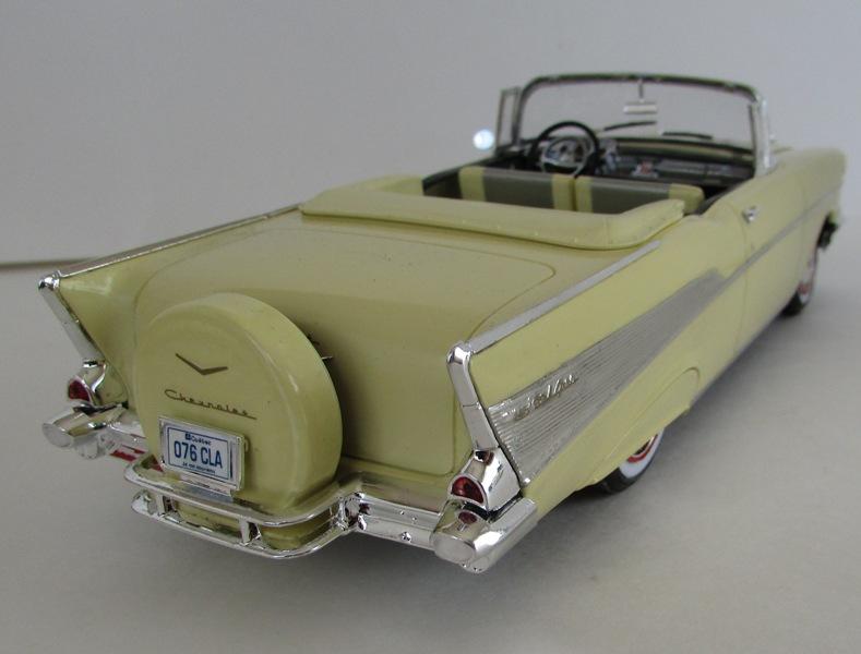 1957 Chevrolet Bel Air décapotable, Revell, terminé et Paul anka  049-vi