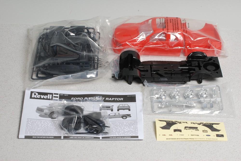 detailed  revells  ford  svt raptor kit truck kit news reviews model