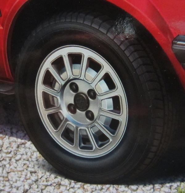 REVELL  Volkswagen Golf I  GTI et Cabriolet!  121-vi