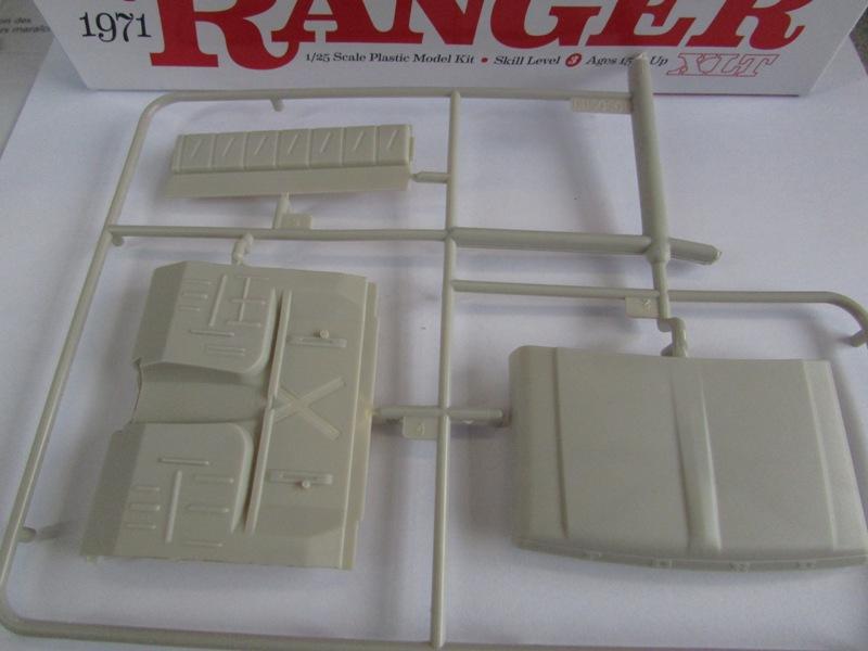 Moebius Ford F100 1969 et le Ford Ranger 1971 0552-vi
