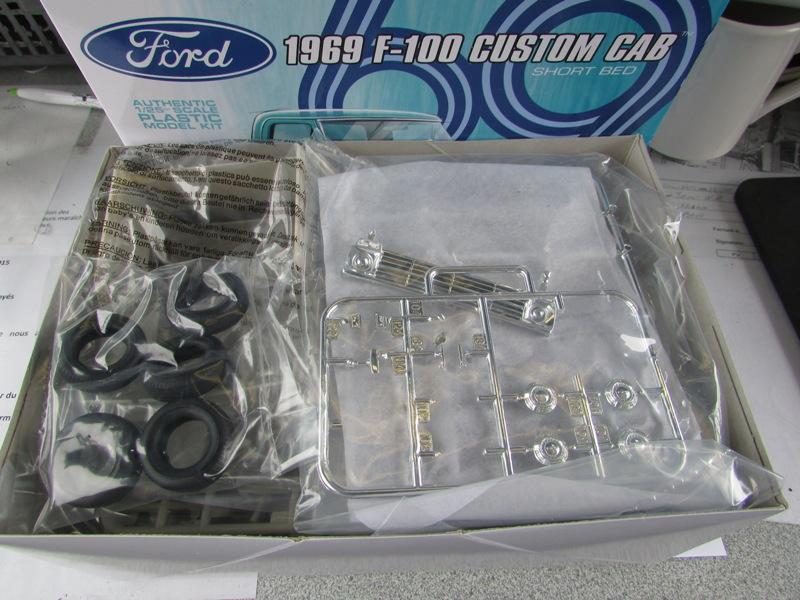 Moebius Ford F100 1969 et le Ford Ranger 1971 0862-vi