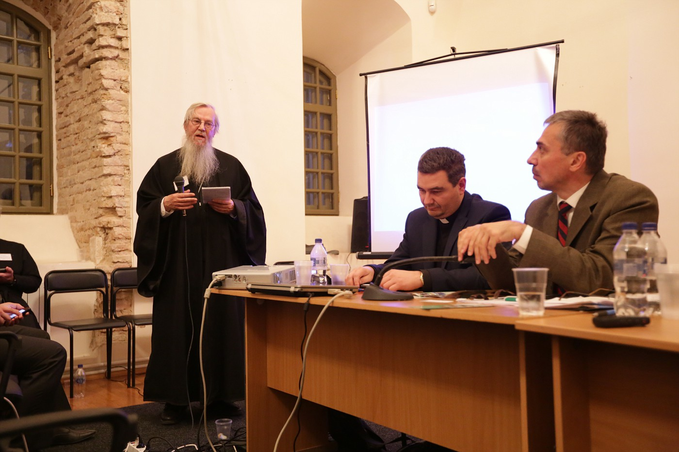 Rev. Philipp Vanderheyde at the round table. Sitting: Rev. Ihor Shaban and Dr. Constantin Sigov