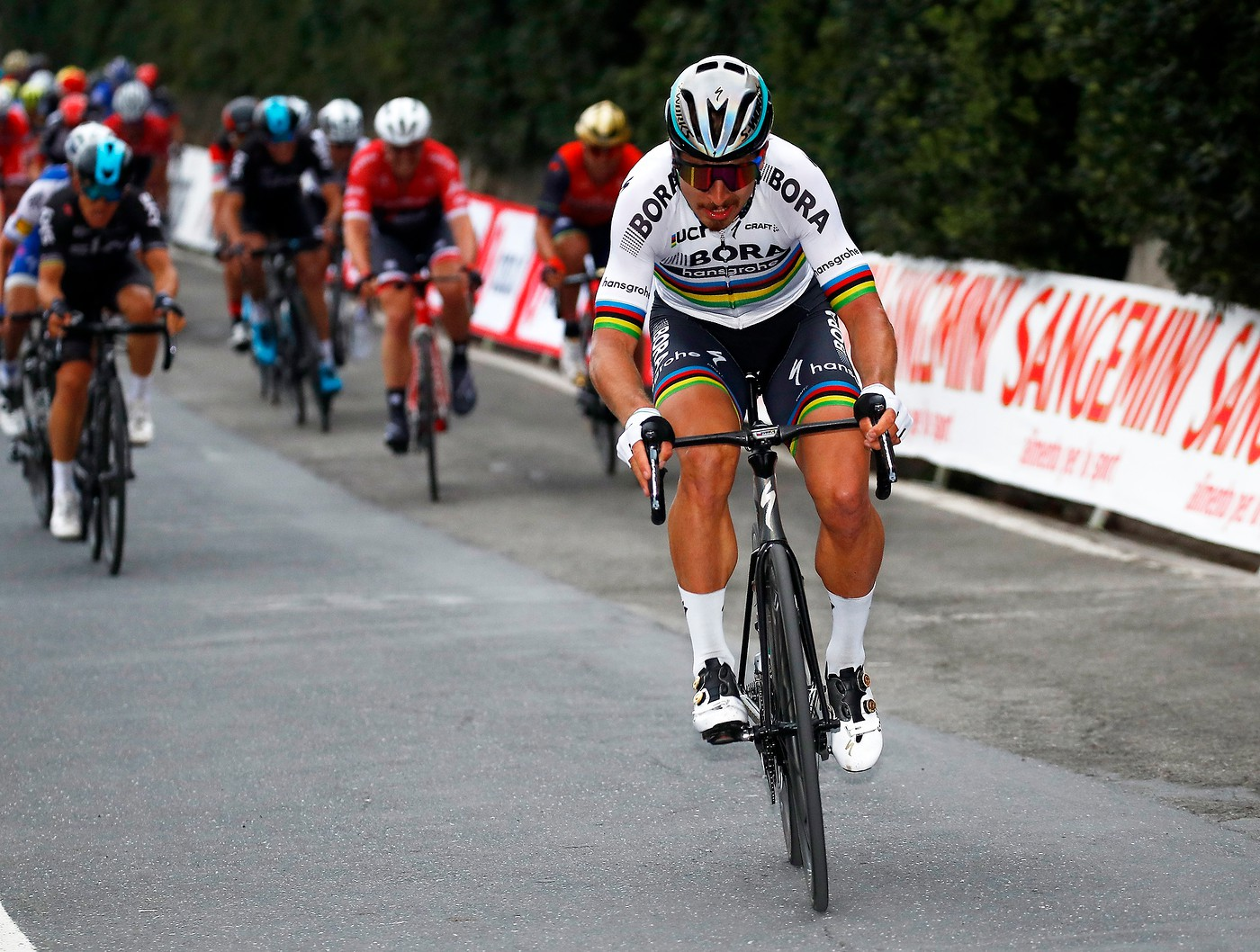 Peter Sagan attacks