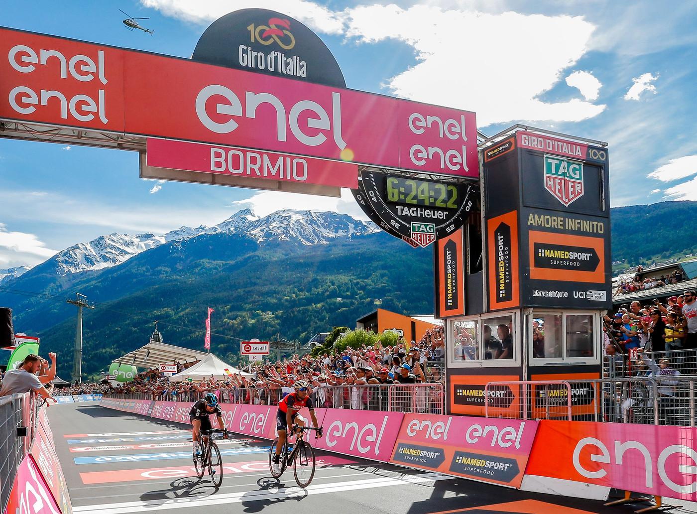 Dumoulin keeps Giro lead despite nature break in 16th stage