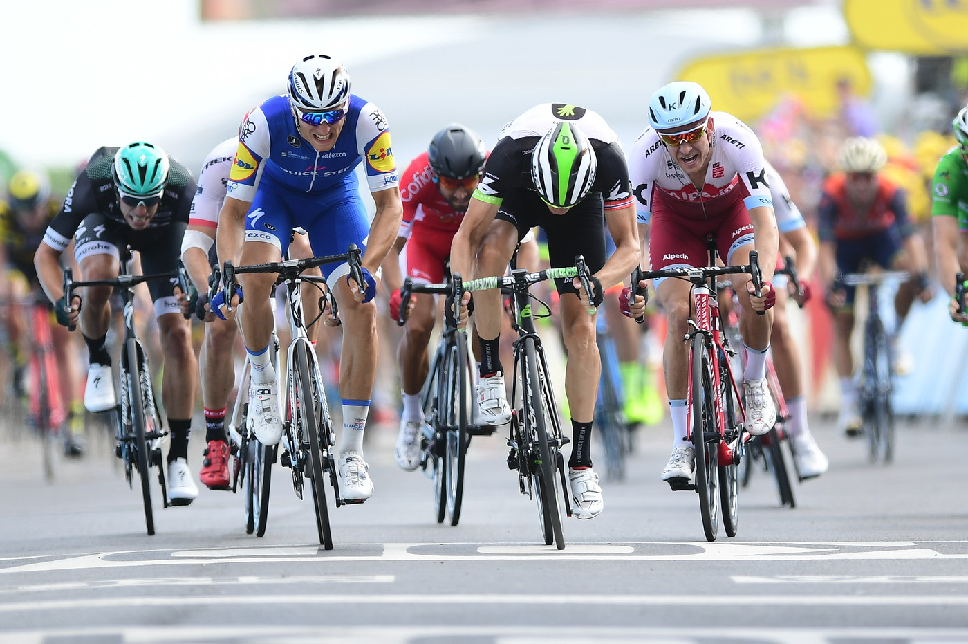 Tour de France stage ends in impossibly close photo finish