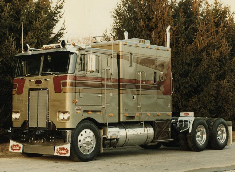 Amt Peterbilt 352 Pacemaker Cabover On The Workbench