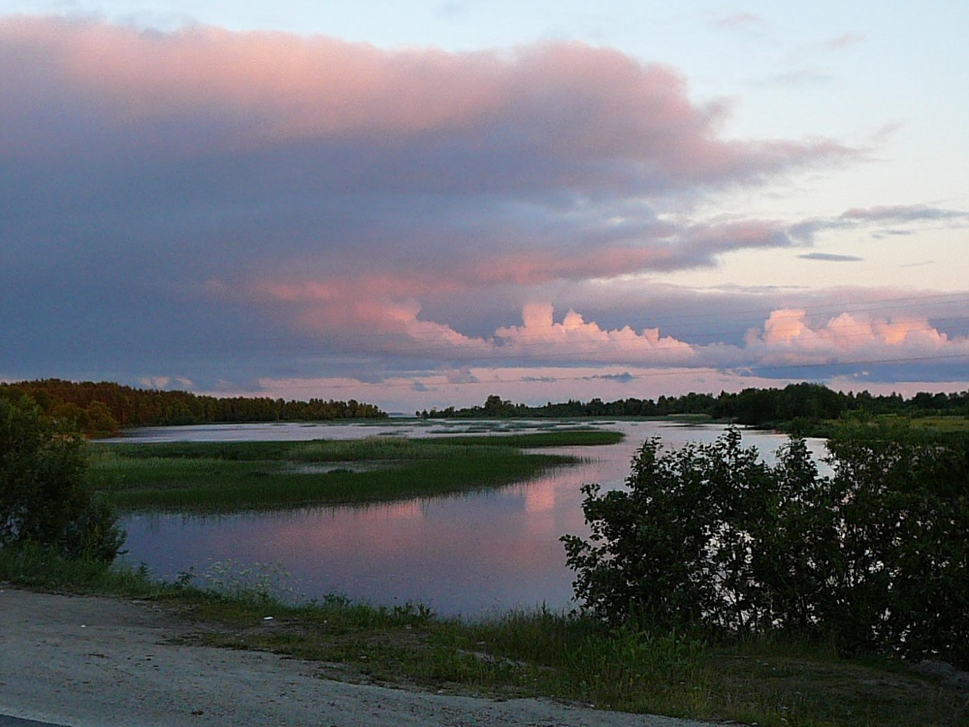 Nordrussische Landschaft um Mitternacht