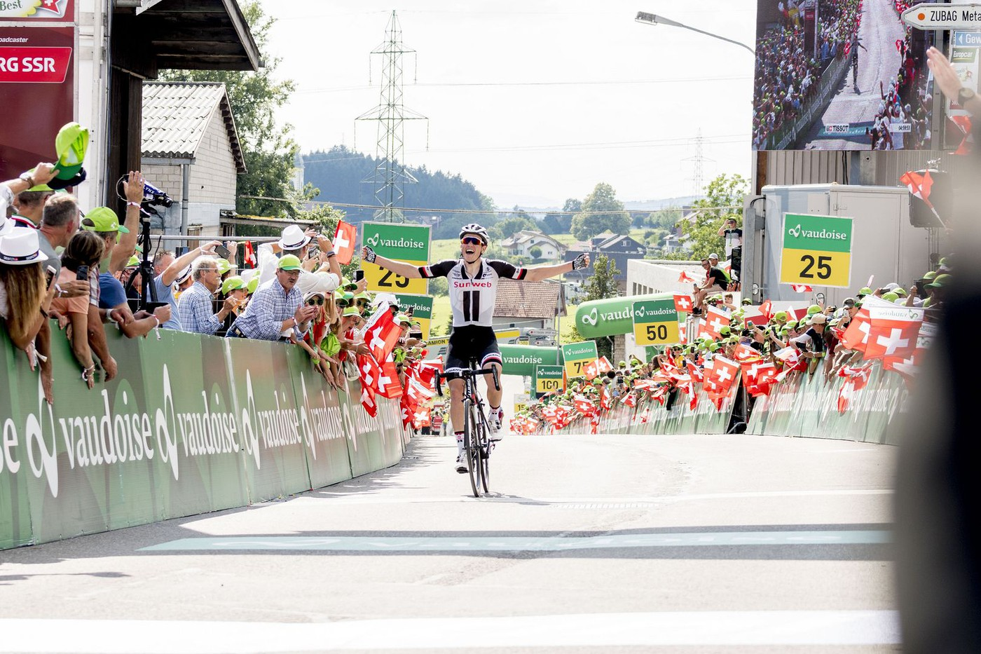 Adam Yates wins Stage 7