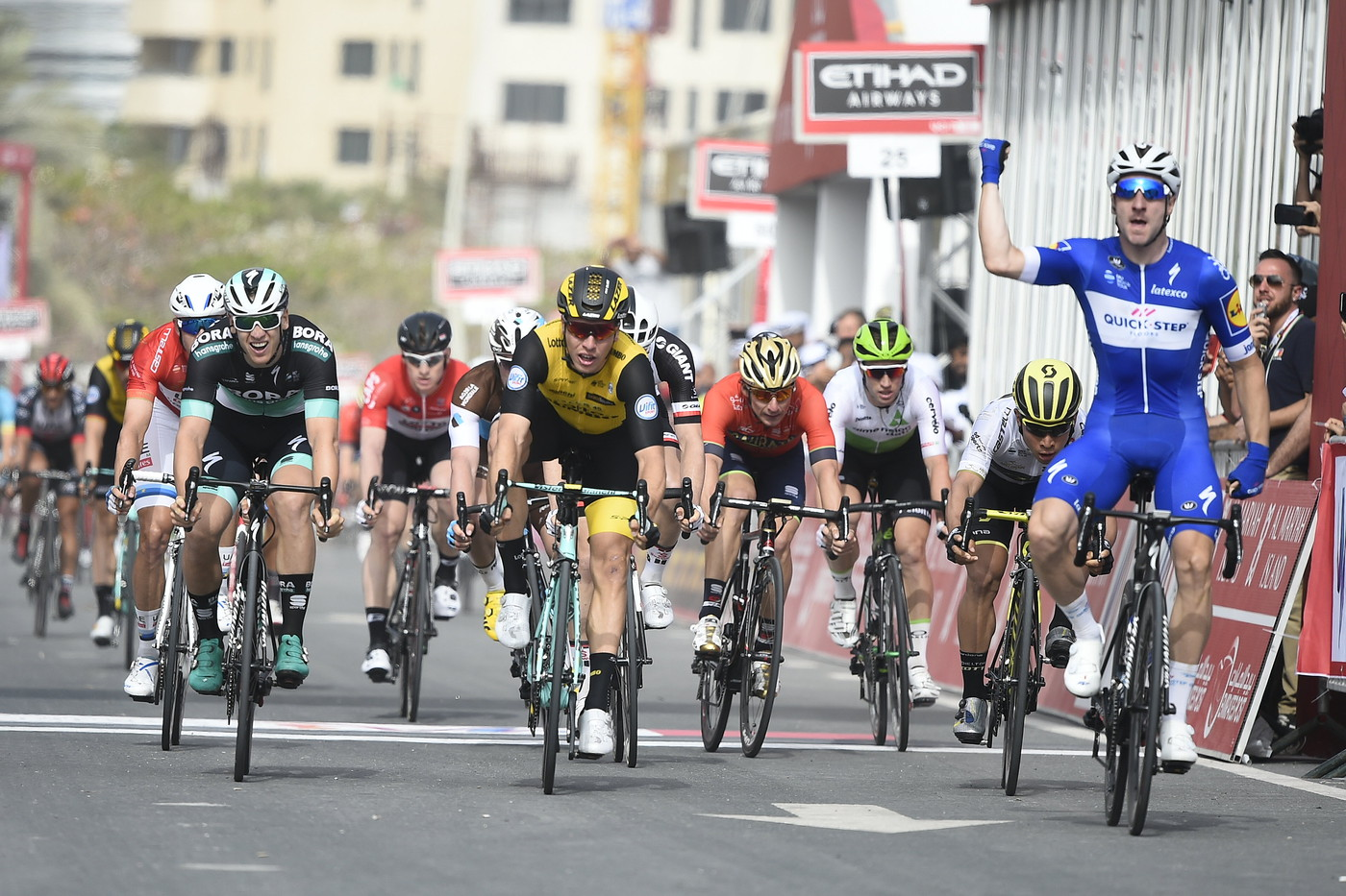 Viviani wins Stage 1 Abu Dhabi