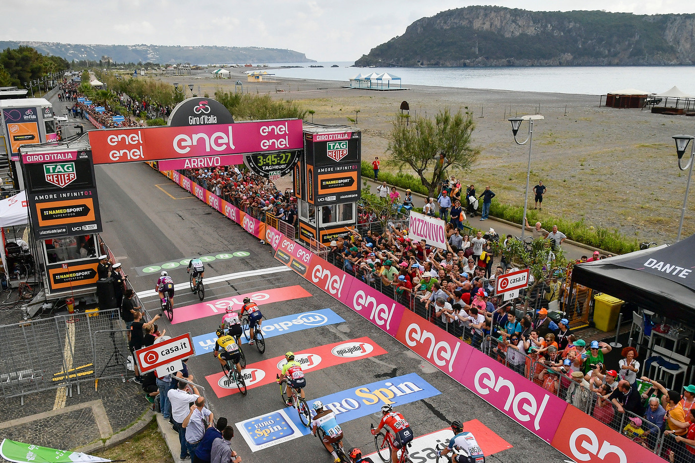 Yates soars into Giro lead, Chaves wins stage