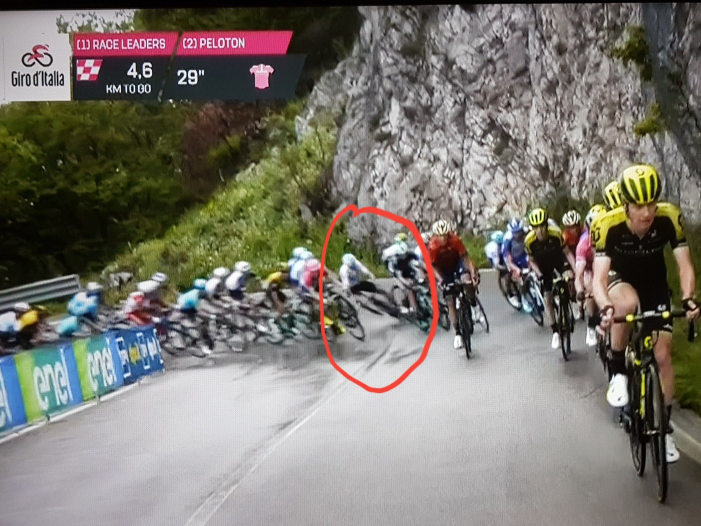 Froome crash Stage 8 Giro